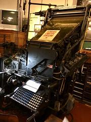 Anglų lietuvių žodynas. Žodis linotype machine reiškia linotype mašina lietuviškai.