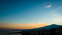 Schwaden in der Abendsonne (YaYapas) Tags: vulkan bluehour mountetna lx7 blauestunde sicily abendsonne sizilien eveningsun ätna taormina vulcan sicilia italien it