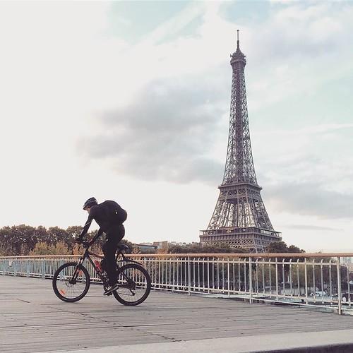 #Paris #PasserelleDebilly #toureiffel #eiffeltower #velo #bike #tw