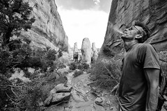 Deep In A Dream (Marcela McGreal) Tags: utah moab archesnationalpark brokenarrowloop trail arches park usa soouthwest people smoking cigarrets nature rocks blackandwhite blackwhite bw blancoynegro blanconegro bn byn blanco negro black white noiretblanc noirblanc noir blanc biancoenero bianco nero bianconero pretobranco pretoebranco preto branco schwarzundweis schwarz weis nikond3300 nikon