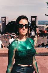 The Green Glitter Girl (Fab Photographe) Tags: canon canoneos500n primaverasound portraitphotography portrait lomography zeisscameralens zeiss planart1450 glitter green