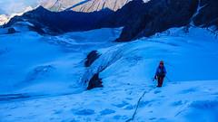 Podejście na poduszkę, już po przejściu szczelin. Monika. (Tomasz Bobrowski) Tags: wspinanie mountains gruzja kaukaz góry caucasus georgia climbing