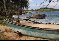 Coastline, Kudawella, Sri Lanka (JH_1982) Tags: coastline coast indian ocean beach boat ship boot rocks rock palm trees palms sea kudawella දික්වැල්ල හුම්මානය sri lanka ශ්‍රී ලංකා இலங்கை 斯里蘭卡 スリランカ 스리랑카 шриланка سريلانكا श्रीलंका ประเทศศรีลังกา