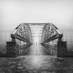 Kibbelsteg (digital_underground) Tags: hamburg haze person nebel fog mist
