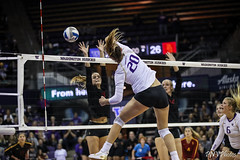 UW USC-FT4I8647 (Pacific Northwest Volleyball Photography) Tags: volleyball ncaa washington usc uwhuskies seattle pac12 pac12vb