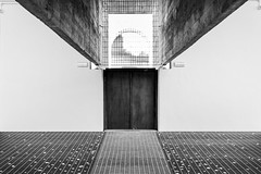 (Russo 86) Tags: bnw blackandwhite biancoenero blackwhite monocromo monochrome greyscale venezia venice italia italy streetphotography art contemporaryart biennaledivenezia
