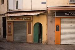 Dans les rues d'Aix-en-provence 2 (frédéricl) Tags: aixenprovence aix provence canon 700d 24mm pancake street rue ruelle blanc noir et black white monochrome