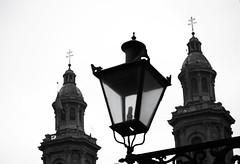 Fotos Arô Ribeiro - Folhas5-1 (Arô Ribeiro) Tags: santiagodochile chile pb blackwhitephotos photography laphotographie art arôribeiro igreja