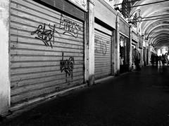 Hidden Venice n. 5 (Franco & Lia) Tags: venezia venice veneto rialto abandonment abbandonato rusty crusty street fotografiadistrada photographiederue biancoenero noiretblanc blackandwhite blackdiamond
