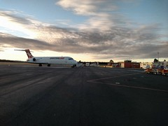 Qantaslink 717-200 at Hobart International Airport (mattlevine17) Tags: qantas hobartinternationalairport airport hobart cambridge 717 dawn tarmac