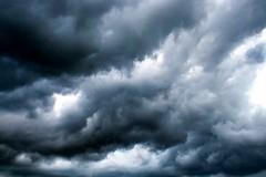 Se atormenta una vecina (Helena de Riquer) Tags: cel cielo ciel sky céu tormenta storm tempesta cieldorage cielotempestoso 嵐の空 tempestade sturmhimmel igualada anoia provinciadebarcelona seatormentaunavecina clouds nubes schwarzewolken nuvens núvols nuages nuvole 雲 natura naturaleza naturalesa nature nuvola helenaderiquer carlzeiss sony sonydschx300 flickr nationalgeographic lonelyplanet europa europe