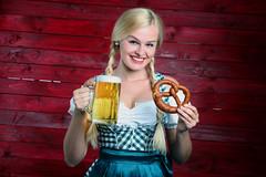 Bier und Brezel (FotoDB.de) Tags: bier brezel dirndel dirndl frau masskrug mas oktoberfest wiesen wiesn