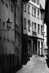 In der Stadt - In The Town (Bernd Kretzer) Tags: stadt town häuser houses gasse alley