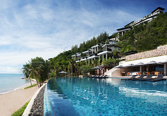 Infinity-edge pool at Conrad Koh Samui - Horizon