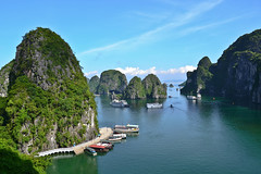 Ha Long, Vietnam (Dunae88) Tags: water sea mar boats barcos montañas bahía bay halong vietnam