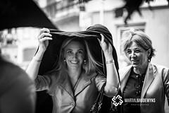 Oui, je sais... mariage pluvieux... mariage heureux... (Martial Baudewyns photographe) Tags: martial baudewyns nb bn mariage pluie pluvieux