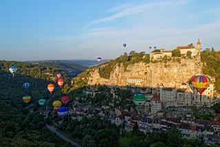 Ballooning in Rocamadour at the Sunrise - Les montgolfières à Rocamadour au lever du soleil