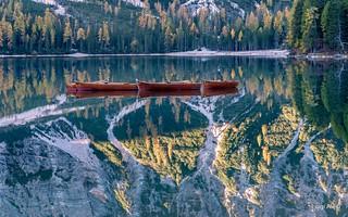 Dolomiti - barche sul lago di Braies