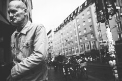 Behind Me (Fahad0850) Tags: leica m m240 street streetphotography streets berlin bw blackandwhite