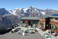 Edelweißhütte (Helgoland01) Tags: grosglocknerhochalpenstrase grosglockner österreich alpen alps restaurant salzburg biergarten