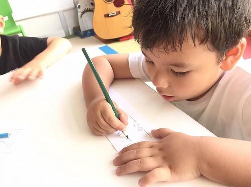 書く練習、がんばってます!😊 At Star Kids International Preschool, Tokyo. . #starkids #international #preschool #school #children #kids #kinder #kindergarten #daycare #fun #shibakoen #minatoku #tokyo #japan #instakids #instagood #twitter #子供 #幼稚園 #保育園 #スターキッズ #イン
