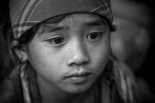Vietnam: enfant dans un village