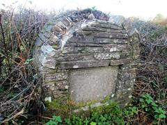 Calstock Damaged Milestone (close up) (Bridgemarker Tim) Tags: berealston westdevon fingerposts milestones