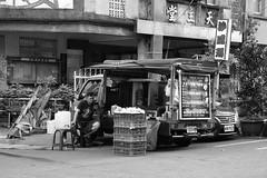 Kebab Truck (superzookeeper) Tags: formosa 5dmk4 5dmkiv canoneos5dmarkiv ef2470mmf28liiusm eos digital taiwan tw zhudong streetfood bnw blackandwhite monochrome foodtruck street nightmarket kebab market people