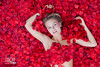 LeonieH-02 (Feicht Photography) Tags: rosen rosenbett sinnlich sensual modelsharing femalemodel liegend rot red feichtphotography redcarpetstudio
