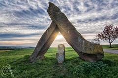Skulptur an der deutsch-französischen Grenze (OA_Fotodesign) Tags: steineandergrenze grenze steine skulptur sonne wolken frankreich deutschland grenzstein feld natur sonya77ii tokina1116