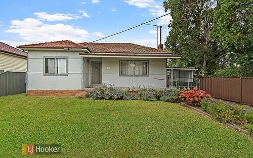 4 Bulli Rd, Toongabbie NSW 2146