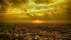 黃金時刻 Golden Moment (葉 正道 Ben(busy)) Tags: 黃金時刻 goldenmoment taiwan taichungcity sunset golden red 夕陽 台灣 台中 金色 紅色