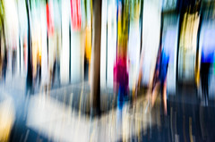 Street colors in abstraction - Une rue toute en couleurs (Chris, photographe de Nice (French Riviera)) Tags: artmoderne artgalleryandmuseums artcontemporain abstrait abstraction abstract abstractphotography abstractart contemporaryphotography photographiecontemporaine streetphotography photographiederue