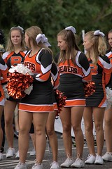 Cheers (swong95765) Tags: cheerleaders uniform pompom pretty cute parade excited beavers highschool