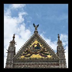 Siena I (Emilio Casini) Tags: tuscany toscana italia italy church duomo siena duomodisiena cattedrale cattedralesantamariaassunta architettura architecture gold oro mosaico archi arches building angles angoli triangolo