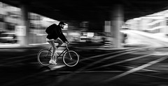 (Dan-Schneider) Tags: streetphotography schwarzweiss silhouette panning mitzieher blackandwhite bw urban human candid zurich monochrome bike commuter