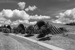 clouds & waves (tinfrey) Tags: canonef28mmf28isusm canoneos6d architecture bw blackwhite building clouds july mono monochrome museum paulkleezentrum summer waves