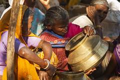 Kawardha - Chhatiisgarh - India (wietsej) Tags: kawardha chhatiisgarh india sony a100 zeiss sal135f18z 13518 sonnar13518za market women