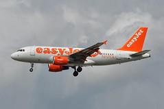 'U245RP' (U28872) AMS-LGW (A380spotter) Tags: flight25112009u25333lgwtls11a0126 approach arrival landing finals shortfinals threshold airbus a319 100 gezez lovenapoli decal sticker easyjetairline ezy u2 u245rp u28872 amslgw runway26l 26l london gatwick egkk lgw
