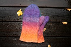 2017.10.10. kintaat 3289m (villanne123) Tags: 2017 knitting kintaat pirtinkehraamo huovutettu felted forsale finnwool neulottu neulotut mittens feltedmittens villanne