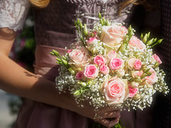 Wedding bouquet (Karsten Gieselmann) Tags: 40150mmf28 blumen blüten braun em5markii hochzeit mzuiko microfourthirds natur olympus pflanzen rosa rose weis blossom brown flower kgiesel m43 mft nature pink wedding white brautstraus weddingbouquet