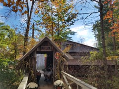 10-22-2017: Waiting patiently for the goodness of Parker's Maple Barn. Mason, NH (msmariamad) Tags: project365 parkersmaplebarn masonnh barn restaurant autumn foliage
