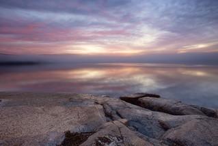 Lever du jour brumeux à La Baie
