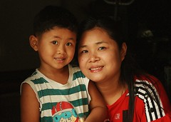 mother and son (the foreign photographer - ฝรั่งถ่) Tags: mother son khlong thanon portraits bangkhen bangkok thailand canon