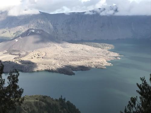 "Indonezja wulkany z Exploruj13 <a style=""margin-left:10px; font-size:0.8em;"" href=""http://www.flickr.com/photos/125852101@N02/26219631749/"" target=""_blank"">@flickr</a>"