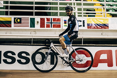 Velo. (catuo) Tags: canon 77d 50mm sport cycling track velodrome race bicycle colombia team bike cyclingteam ciclismo bicicleta pista carrera people wheels athlete sports