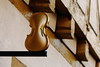 Violin (Steve Kletzi) Tags: geige violine fachwerk schild gold instrument musik holz balken kontrast schärfentiefe wood