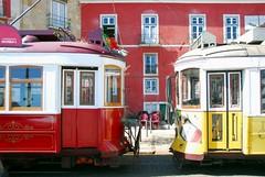 I tram di Lisbona (lucy PA) Tags: lisbona tram portogallo strade roads lisbon portugal city città