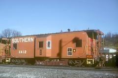 Southern Caboose X412 (Chuck Zeiler) Tags: sr sou southernrailway railroad train asheville giballbach chz