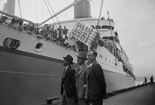 Japanese-Canadians are sent to Japan on U.S. Army transport S.S. GENERAL M.C. MEIGS at CPR Pier A, Vancouver, British Columbia / Canadiens d'origine japonaise rapatriés au Japon à bord du navire à vapeur GENERAL M.C. MEIGS de l'armée américaine, quai A, V
